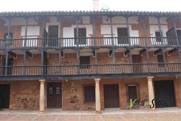 Qué ver en San Carlos del Valle, Plaza Mayor ViajeconSabor